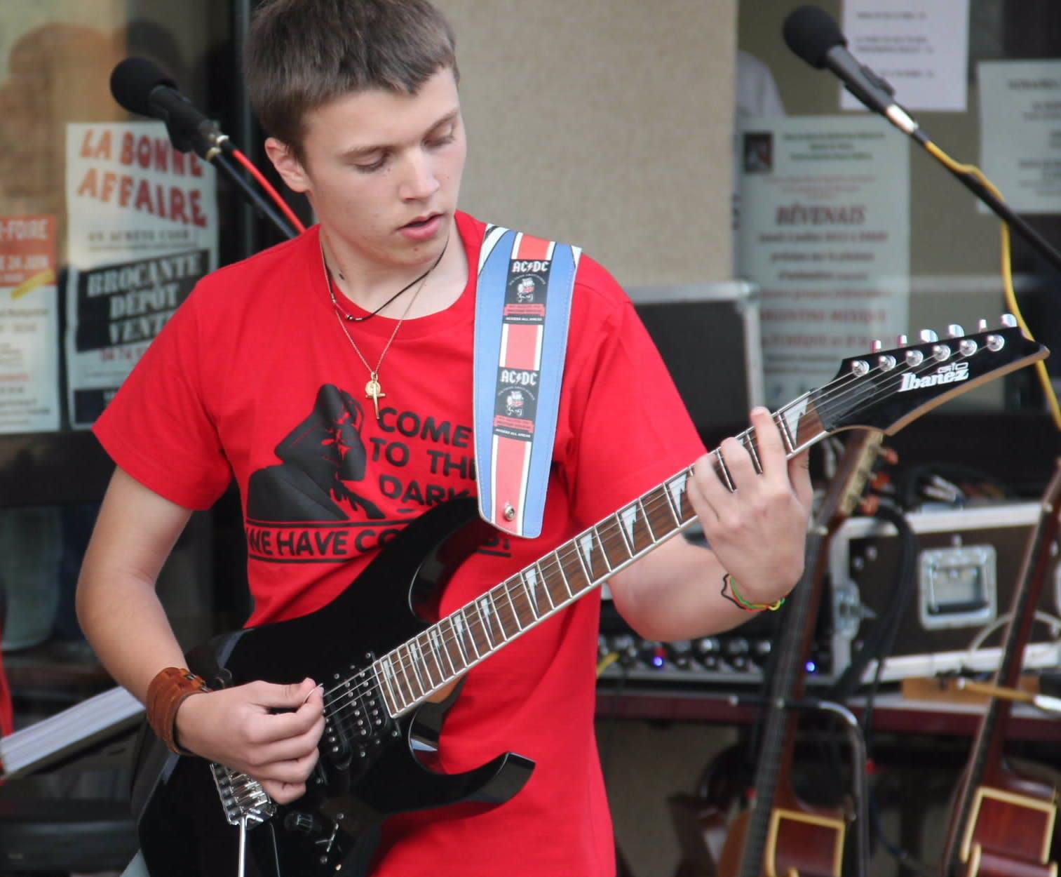 Cours de Guitare, Physique, Chimie à Lyon, France